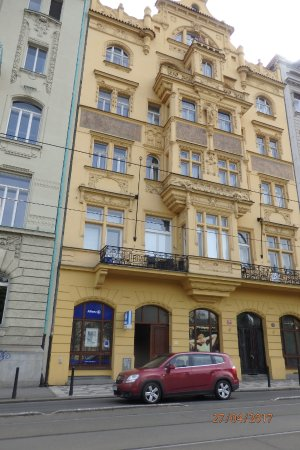 Hotel Merlin: Hotel is situated just behind the Dancing House.