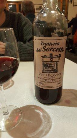 Manziana, Włochy: Il vino della casa... squisito