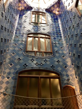 Patio de luces photo de casa batll barcelone tripadvisor for Patio de luces normativa