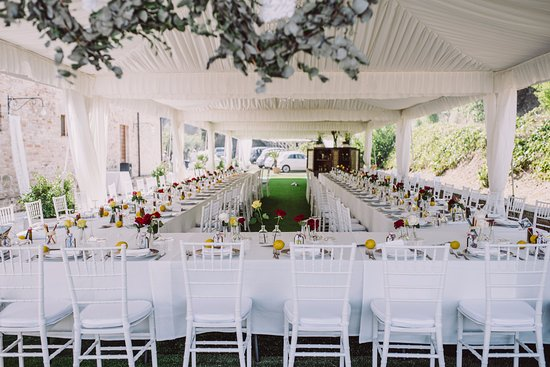 Montefiore dell'Aso, İtalya: Beautiful wedding marquee with open sides sides so we could still enjoy the scenery.
