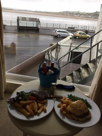 Appledore, UK: Room service, steak and homemade pie!
