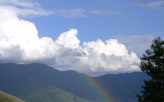 Dima Hasao District, Индия: Rainbow view from Haflong Circuit House, Dima Hasao