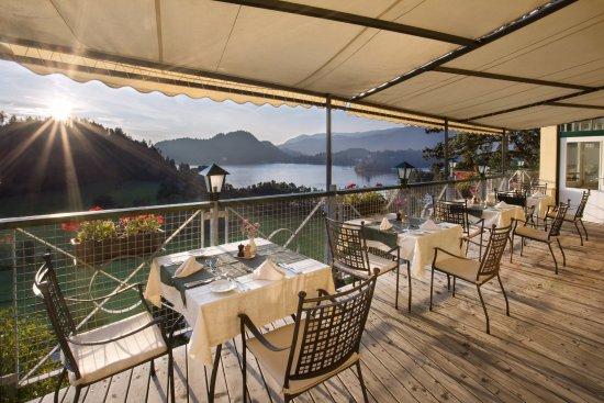 Hotel Triglav Bled: Restaurant, Terrace, Sunrise
