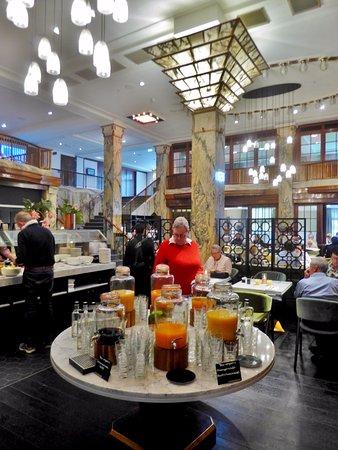 Frühstück im Art Deco Restaurant - Bild von Reichshof Hamburg ...