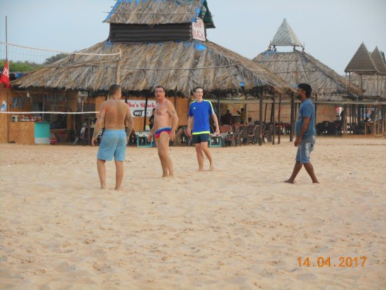 VJ's Shack : Early evening game of volleyball with the shack lads