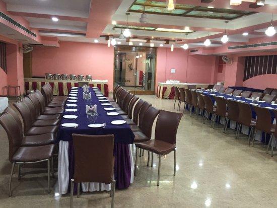 Amroha, Indie: Mini program hall