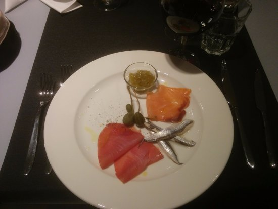Kastel Luksic, Croatia: fish plate (smoked tuna, smoked salmon, anchovies)