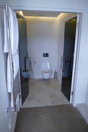 Kanonkop Guest House: Selwyn Suite toilet room