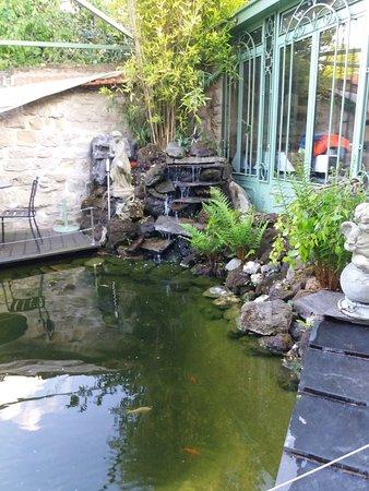 Cascade sur bassin picture of le jardin clos rueil for Le jardin clos