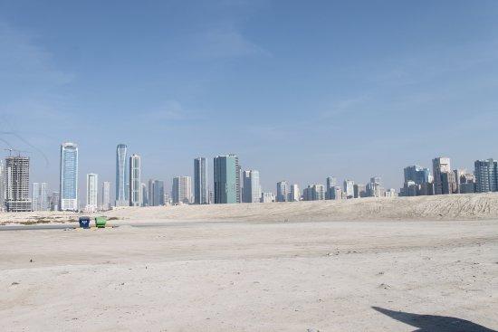 Emiraat Ras al-Khaimah, Verenigde Arabische Emiraten: Вид с пляжа на город