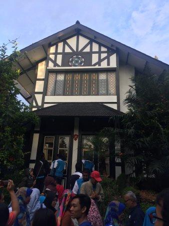 Farmhouse Bandung: House