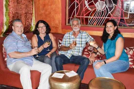 Sitar Indian Restaurant: Enjoying the lounge