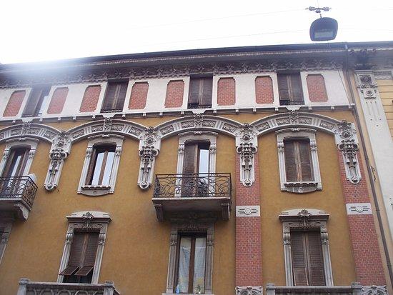 Casa Scagliotti, Croci e Regazzoni
