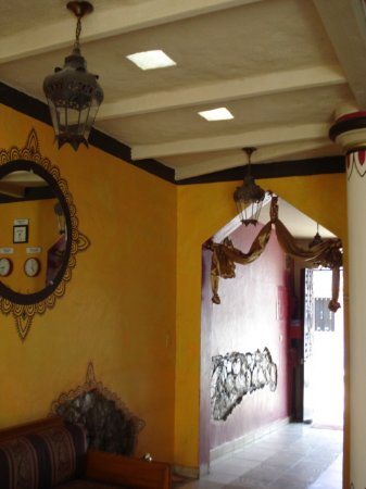 Hotel Casa Blanca: Such attention to detail, this is what you see coming & going each day