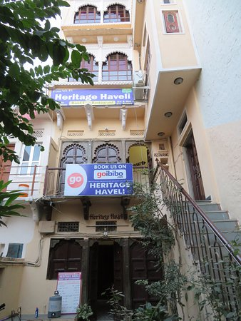 Heritage Haveli: Entrance to hotel