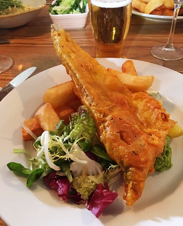 Didmarton, UK: Fish and chips