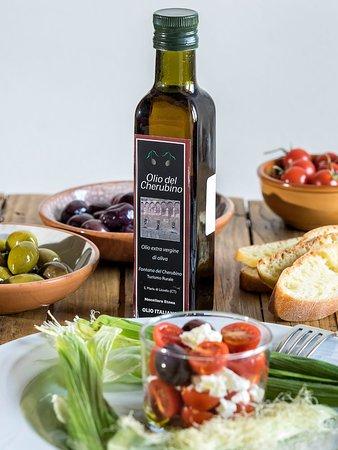 Santa Maria di Licodia, إيطاليا: Antipasti . Olio ed olive del Cherubino