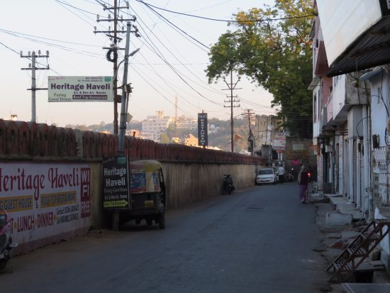 Heritage Haveli: Road in front of the hotel