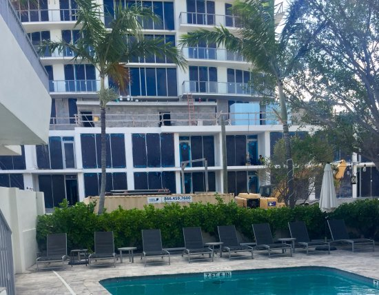 Royal Palms Resort & Spa : construction right across the street