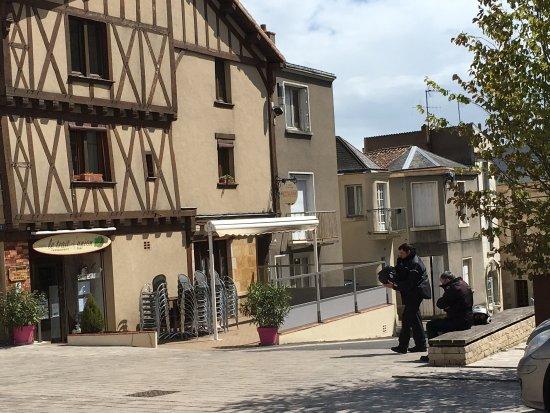 Thouars, Frankrijk: photo0.jpg