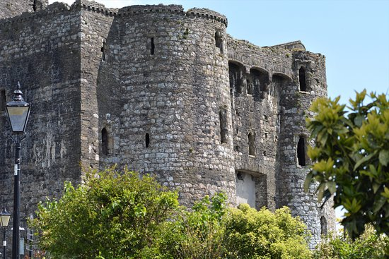 Kidwelly Castle: Stunning castle from the outside