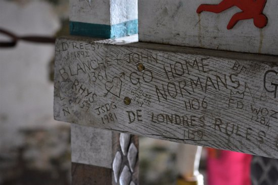 Kidwelly Castle: I love the ye olde graffiti!