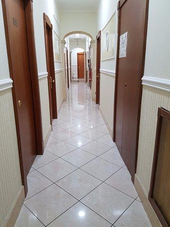 Hotel Mirage: CORRIDOIO