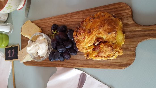 Dora's: Lovely savoury scone with a cheese board