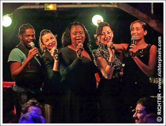 """Aux Trois Mailletz : Chanteurs au Cabaret sur le thème de la musique du """"MONDE"""""""