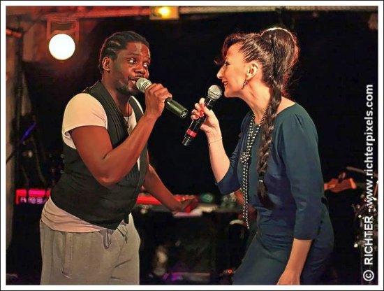 Aux Trois Mailletz : Elga la chanteuse Georgienne et Pascal notre Star