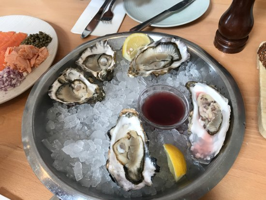Clachan, UK: Oysters were good