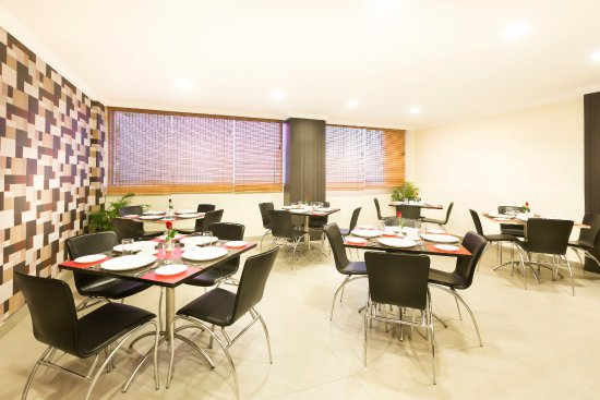 The Lotus - Apartment Hotel, Burkit Road: Coffee Shop where complimentary breakfast serves.