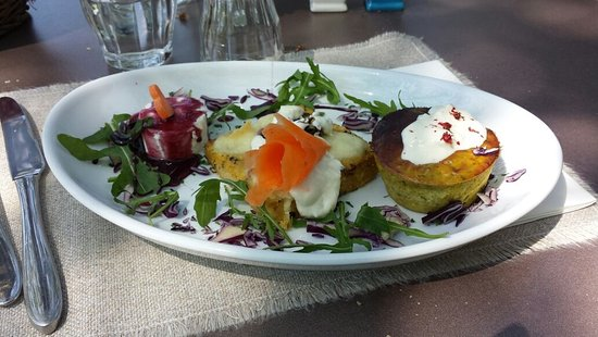 Pollone, Italia: Vegetarian Starter with vegetables flan, chees with onion jam and polenta with cheese and red on