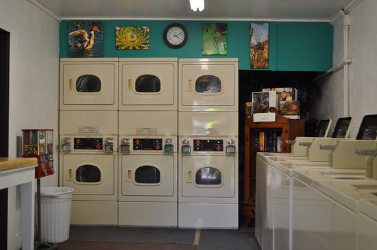 Pikes Peak RV Park & Campground: Laundry Room
