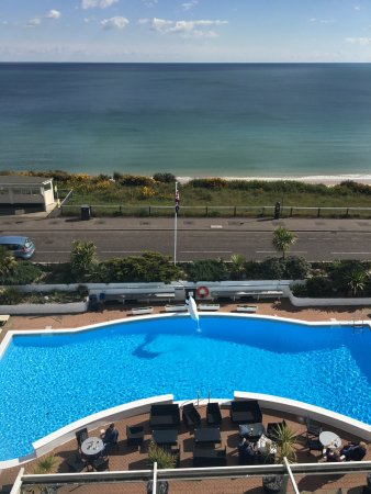 The Cumberland Hotel: View from our balconies overlooking sea and pool