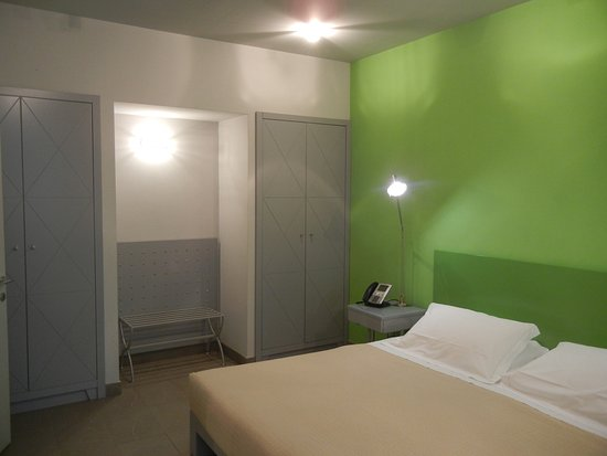 Camera da letto con doppio armadio - Picture of PopArtment, Florence ...