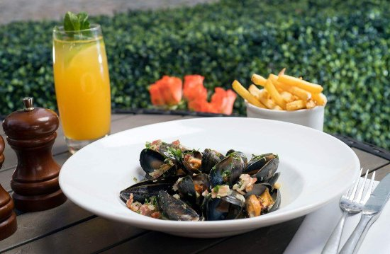 Browns Brasserie & Bar: Mussels and Bacon