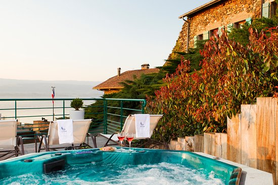 Hotel Restaurant Le Jules Verne: Jacuzzi Extérieur Vue Sur Le Lac Léman