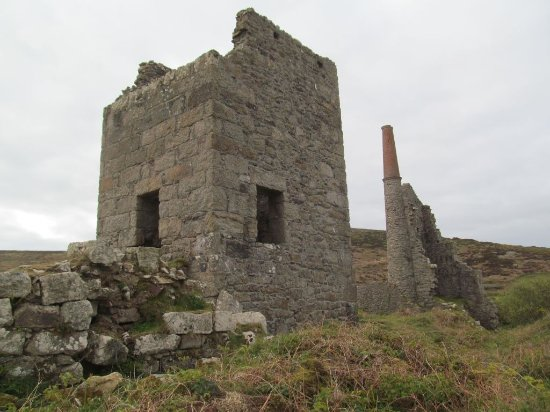 Zennor, UK: Carn Galver pumping and whim engine buildings