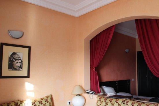 Golden Beach Appart-Hotel : Salon-séjour et chambre