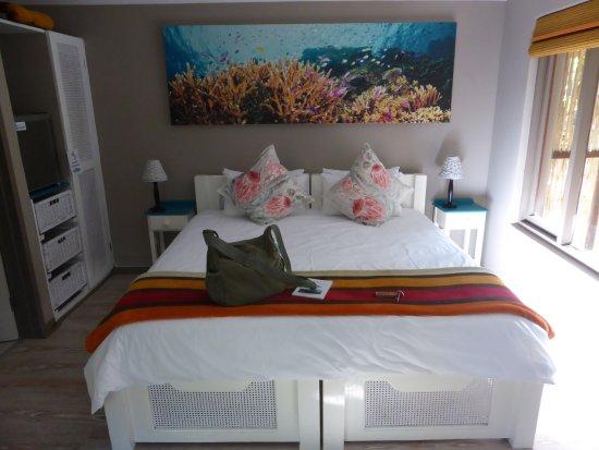 """Nature's Valley, Sudáfrica: Zimmer""""Reef"""" geschmackvoll, aber sehr klein"""