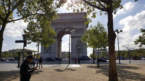 Best Western Hotel Mercedes Arc De Triomphe: Metres from Arc De Triomphe!
