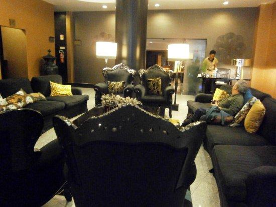 Hotel Mundial: Main lobby