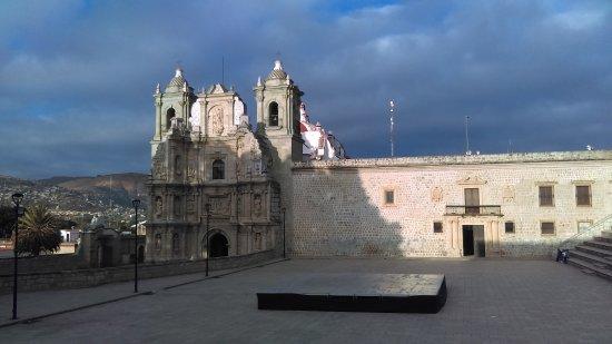 Basílica de la Soledad: Al amanecer