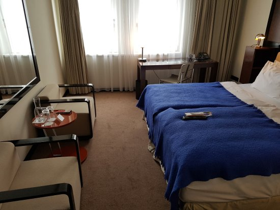 Miel directa desde el panal por la ma ana picture of for Design hotel josef prague booking com