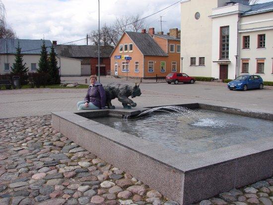 Jekabpils, Lettland: Фонтан с символом города - Рысью.