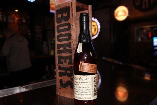Geneva, Илинойс: small batch whiskey