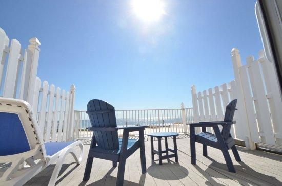 Carousel Resort Hotel & Condominiums: View from Oceanfront Sunrise Suit