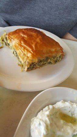 Scholarchio Restaurant: spanakopita