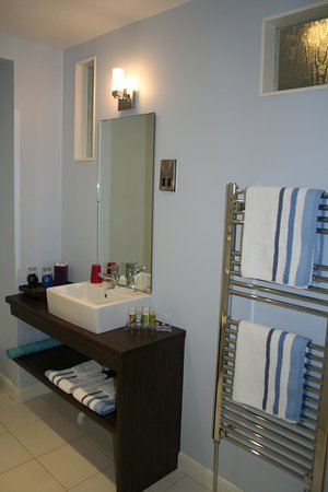 Shorehouse B&B: Deluxe room ensuite bathroom